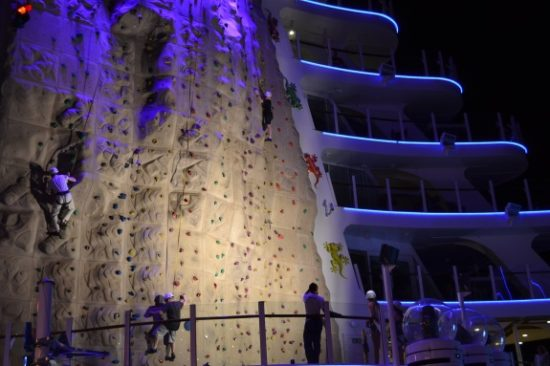Pared de escalar en el Allure of the Seas. Foto Gregorio Mayi