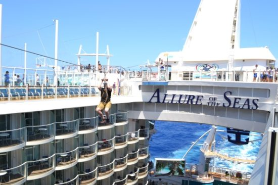 Zip line en el Allure of the Seas. Foto Gregorio Mayi.