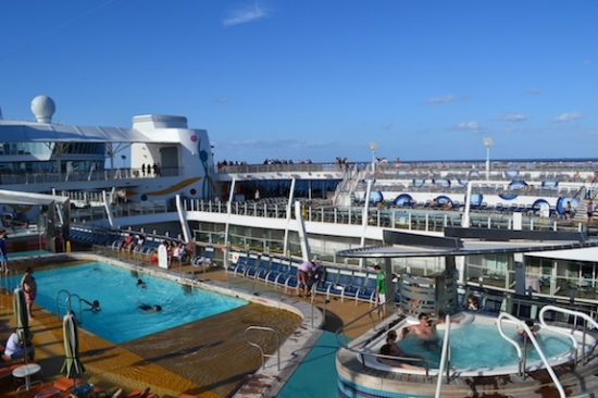 Allure of the Seas, una de las piscinas de adultos. Foto: Gregorio Mayí