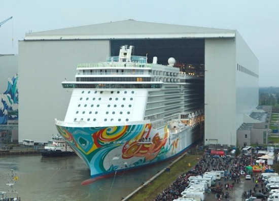 Norwegian Getaway durante el Float Out/Norwegian Cruise Line