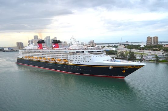 Disney Magic saliendo del puerto de Miami. Foto: Gregorio Mayí